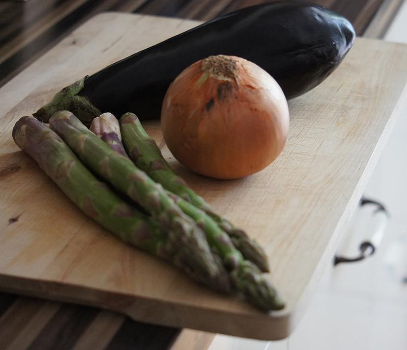 Gnocchi mit grünem Spargel und Aubergine